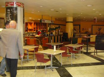 Im Restaurantbetrieb waren ca. 70 Sitzplätze als Bedienungsrestaurant. In der Küche wurden die warmen und kalten Speisen hergerichtet und in der Offenen Küche frisch zubereitet und kann von den Gästen beobachtet werden.